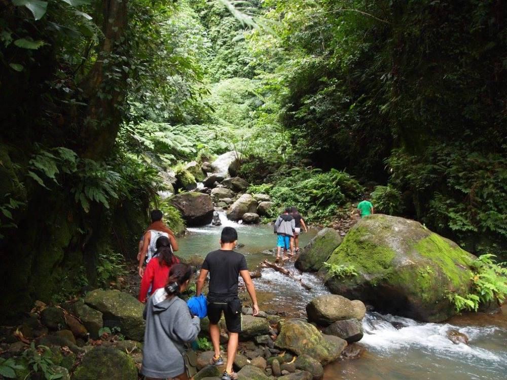 casaroro waterfall trail