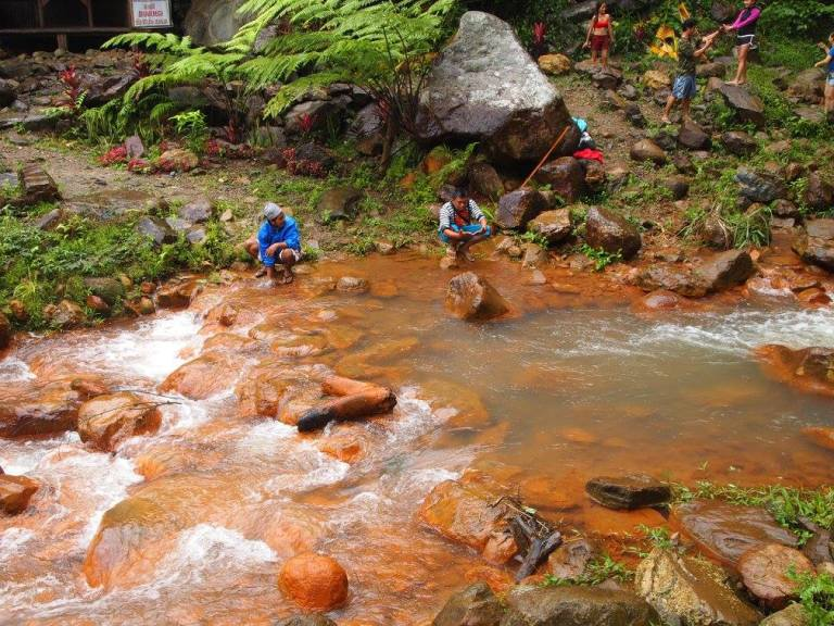 pulangbato reddish rocks