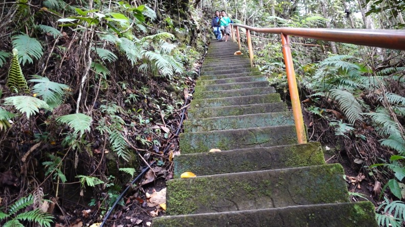 stairs to casaroro waterfall